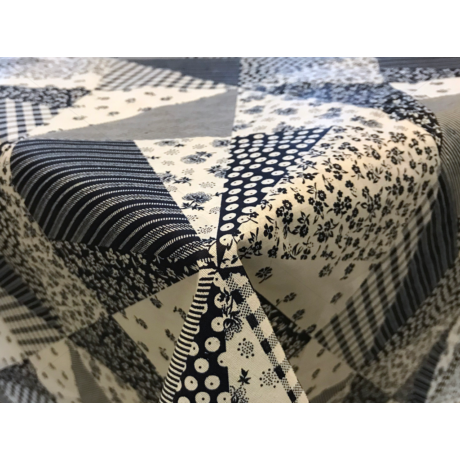 Asztalterítő nyomott mintával 120x120cm virágos patchwork